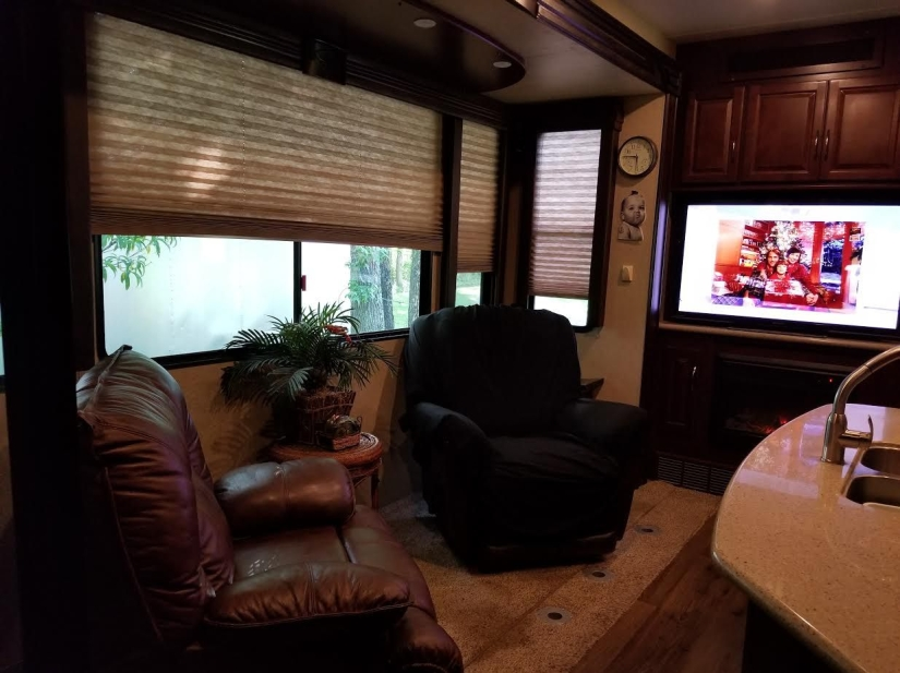 Rv Living rm TV